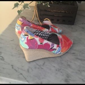 TOMS floral wedges