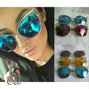 BOUTIQUE  Retro Oversized Cateye Sunglasses