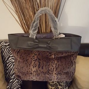 Handbags - Cute shoulder bag with bow and leopard print.