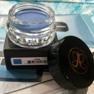 Anastasia Beverly Hills Other - New Anastasia Waterproof Creme Color Ocean