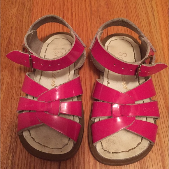 c57e2ff44af3 Saltwater sandals hot pink size 6 kids. M 592c55e3d14d7b5f3e02e38b