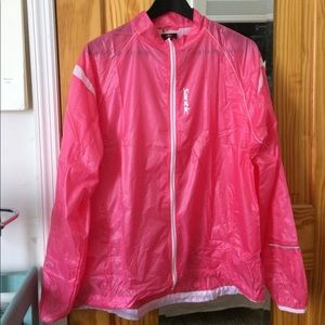 Water-resistant cycling jacket