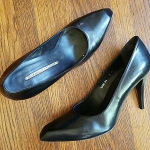 Donald J. Pliner Shoes - Donald Pliner classic black leather heels snip toe
