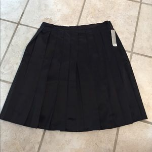 NWT Old Navy black pleated skirt, size 6