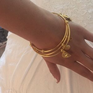 lily pulitzer Jewelry - 3 lily Pulitzer gold bangles