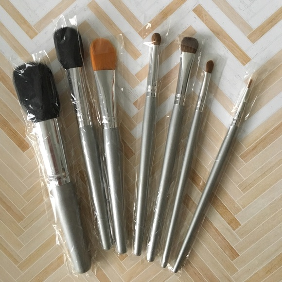 Other - 🆕 makeup brushes set! 👩🏻‍🎨