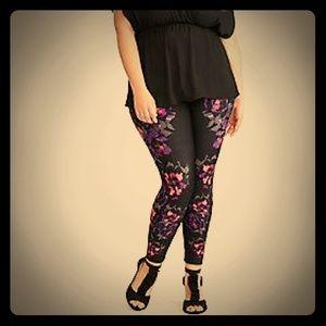 torrid Pants - Torrid Ponte Floral Skinny Pants NWT Size 1