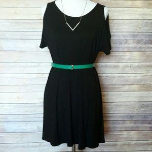 ModCloth Dresses & Skirts - Cold Shoulder Dress