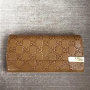 Gucci Handbags - HP tan leather gucci wallet
