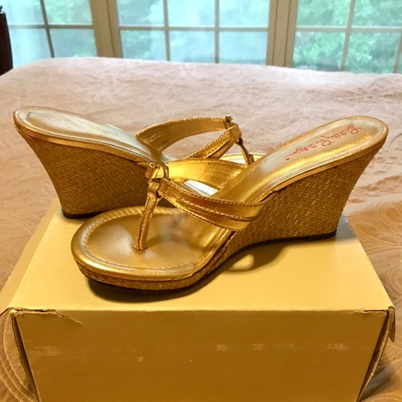 bd443a3217c847 Lilly Pulitzer Shoes - Lilly Pulitzer Gold McKim High Wedge sandals
