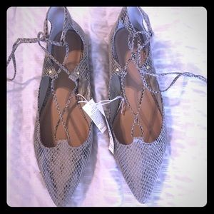 Old Navy Pointy-toe Lace-up Flats