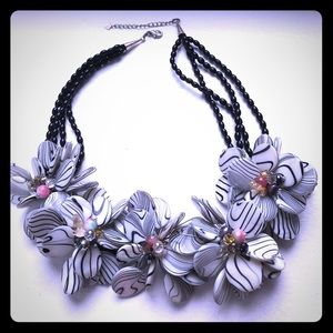 Jewelry - Vintage mother of pear flower statement necklace
