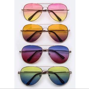 Aluna Levi Accessories - 🌴Faded lens aviator sunnies.🌴