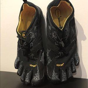 Vibram Shoes - Vibrant FiveFingers Shoes Size 39 -New