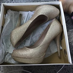 Olsenboye Shoes - High heeled gold sparkly shoes