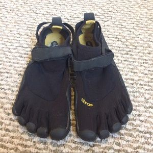 Vibram Shoes - Black and Yellow finger shoes by Vibram W40