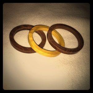Jewelry - Set of 3 wood bangles⚡️
