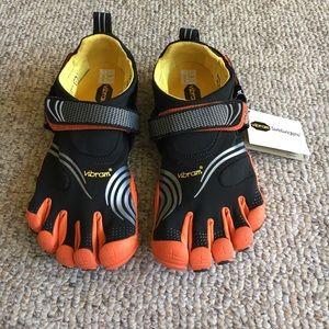 Vibram Shoes - NWT Vibram Five Fingers Water Hiking shoes Sz 9-10