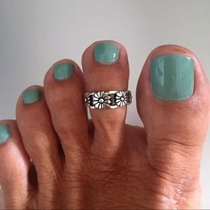 Jewelry - Sterling Silver Flower 🌺 Toe Ring