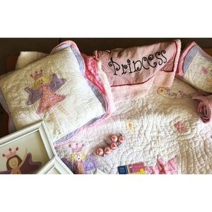 Other - Twin bed Princess quilt with accessories!