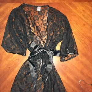 Lace Belted Top/Robe Frederick's