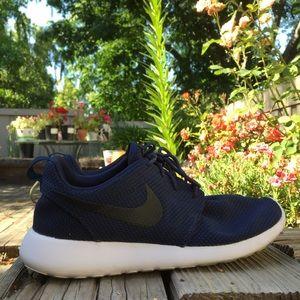 Nike Other - NIKE Roshe Run Navy/White Men's Size 7