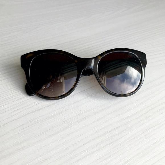 e5819a089c9b Oliver Peoples Tortoiseshell Sunglasses. M 592d1fea522b45e35205c363