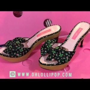 Betsey Johnson rosebud pink black bow kitten heels