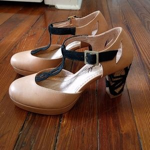 Miss albright tstrap heel, 6M