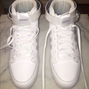 adidas Shoes - Adidas Daily Twist LX mid sneakers!