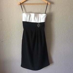 White House Black Market Dresses & Skirts - White House Black Market strapless dress