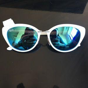 Women's White Sunglasses RB4250 671/5I