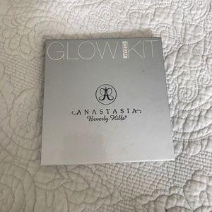 Other - Anastasia gleam glow kit