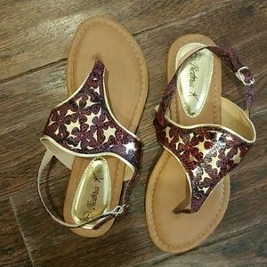 💎Cute gold and maroon sandals