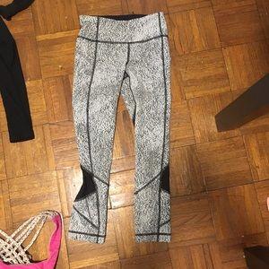 Black and white Lululemon Yoga Pants!