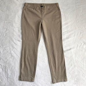 HUE Pants - Hue Capri Stretch Pants