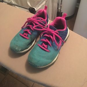 CLEAN OUT! Girls Skechers tennis shoes sz 2