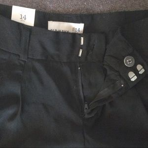 Old Navy Shorts - BNWT Cuffed Lightweight Black Shorts