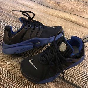 Boys Navy blue Nike sneakers Sz 12c bonus offered