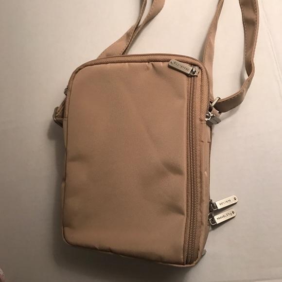 Travelon 3 Compartment Expandable Shoulder Bag 53