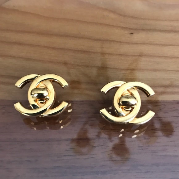 68 chanel jewelry auth chanel turnlock cc logo