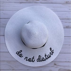 Accessories - 🎉HP🎉Adjustable White Embroidered Floppy Sun Hat