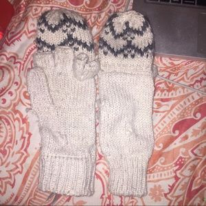 American Eagle Outfitters Accessories - American Eagle Convertible Mittens