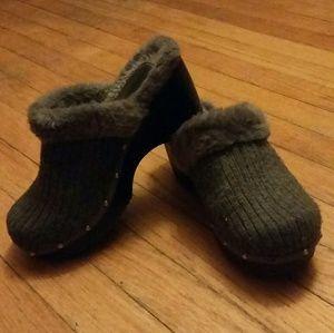Arizona Jean Company Shoes - Arizona fuzzy platform clogs
