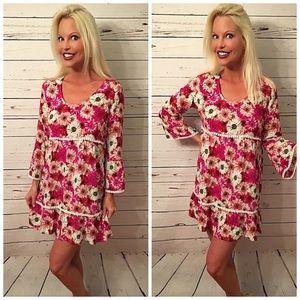 🎉HP 🎉Stunning 3qtr bell sleeve floral dress!