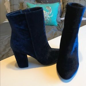 Shoedazzle Shoes - Shoedazzle Blue Velvet Booties sz 9