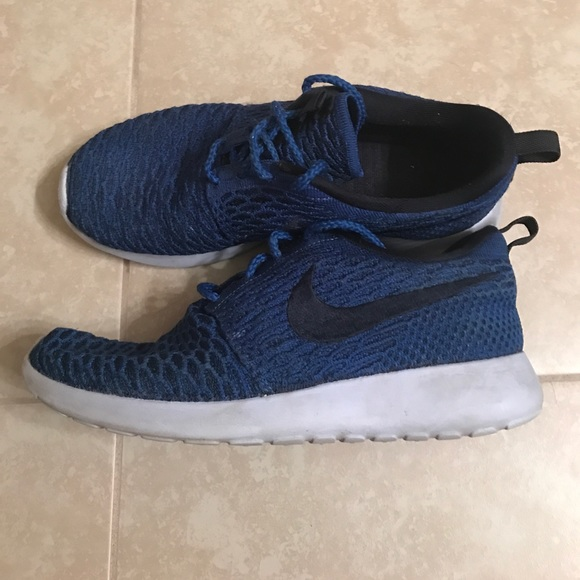 b6c098e0a6bb Blue Nike Roshe One Flyknit. M 592e395513302a449502a4a5