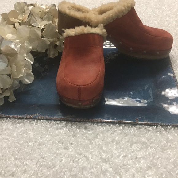 464b2e507c2 UGG Kalie Leather & Shearling Lined Clogs 9m #5491