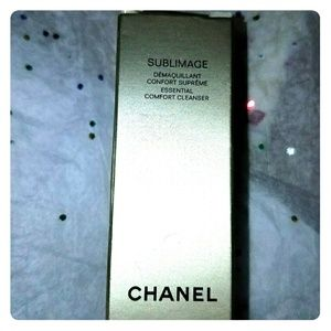 CHANEL Other - Chanel Sublimage Essential Comfort Cleanser