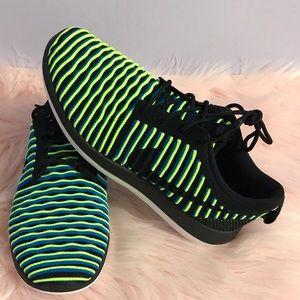 Nike Shoes - Nike Two Roshe Flyknit